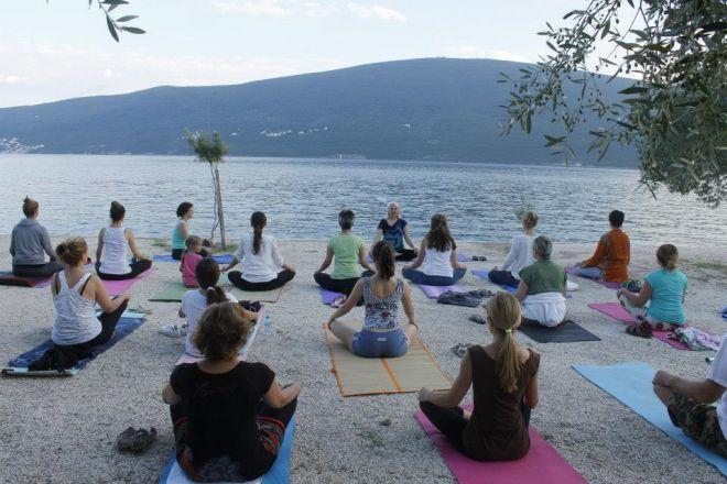 Joga-odmor-Crna-Gora-Baosici-joga-cas-pored-mora